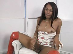 Chocolate tranny meat gets a beating