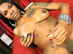 Black hottie Elyktrah strokes and spreads