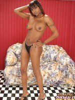 Ebony tranny shows her juicy shecock
